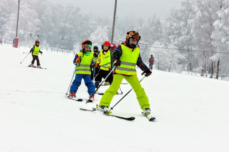 Pierwsze kroki z nartami i snowboardem - zimowisko dla dzieci początkujących